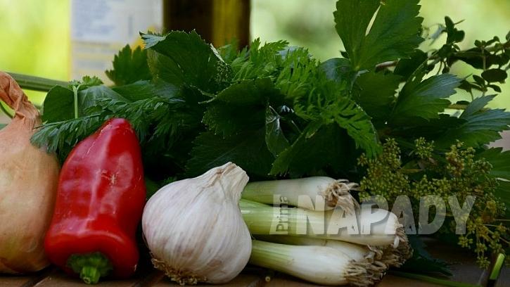 Domácí bylinkový olej na vaření: příprava surovin