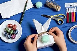 Výroba velikonočního zajíčka plného sladkostí