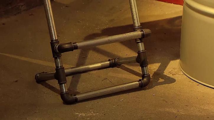 Stupínek barové židle