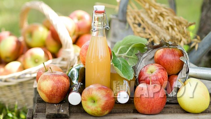 Domácí jablečný sirup s mátou a skořicí