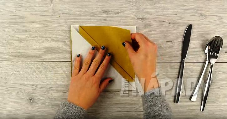 Kapsička na příbor z papírových ubrousků 3