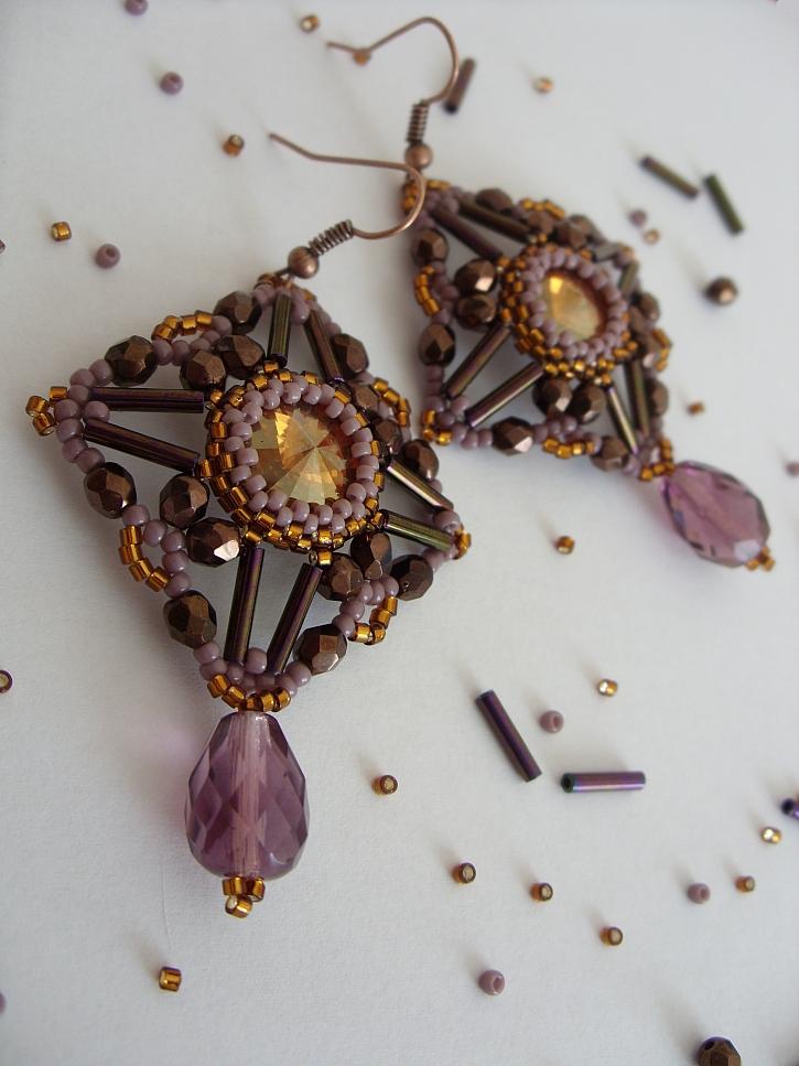 Šperky jako pro baronku technikou korálková výšivka (Zdroj: Katalin Orbánová)