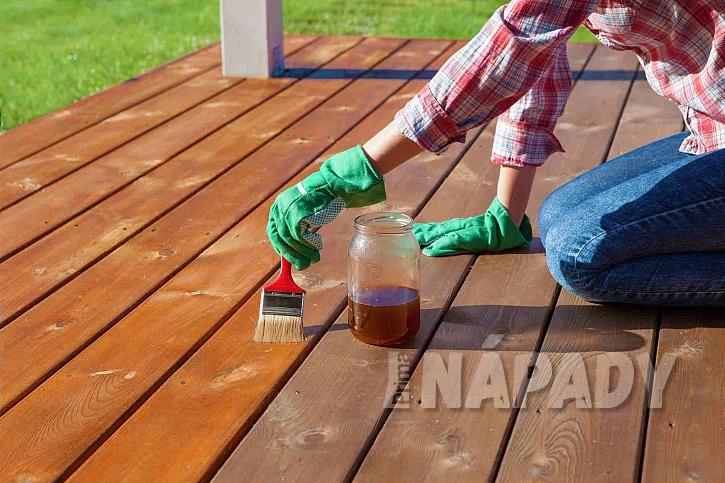 Lakování dřevěné podlahy