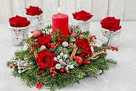 Vánoční výzdobu můžete vytvořit i z živých květů