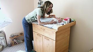Přebalovací stolek s úložným prostorem: Udělejte radost mamince i miminku