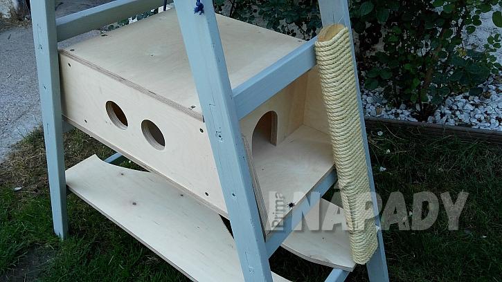 Domeček pro kočku ze štaflí: do štaflí vložíme zkompletovaný domek