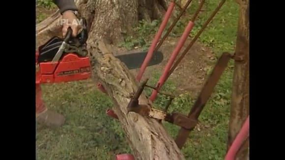 Doma vyrobený držák na řezání dřeva