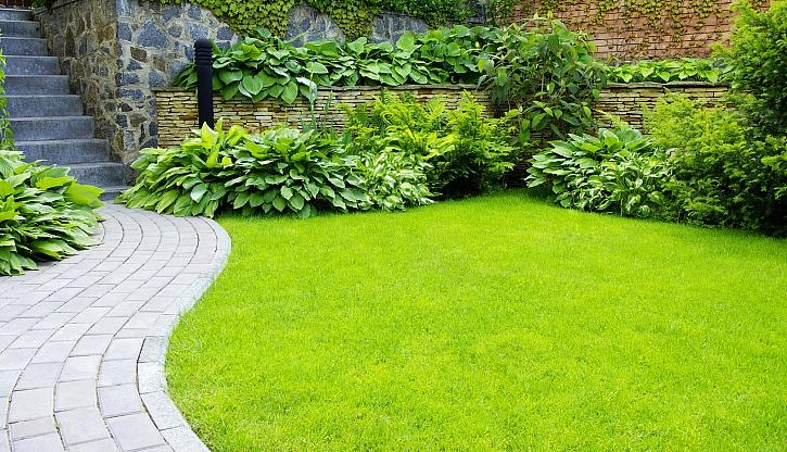 V zahradě by neměly chybět cestičky (Zdroj: Depositphotos)