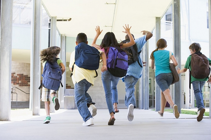 Školní batohy by měly být pevné, ale lehké a odolné
