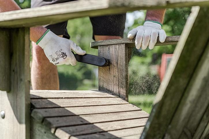 Vady dřeva a jak si s nimi poradit (Zdroj: Bondex)