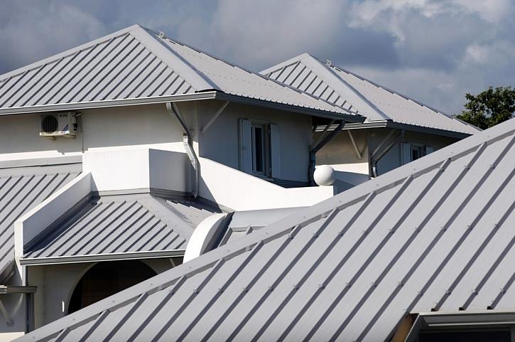 Plechové střechy a oplechování budov
