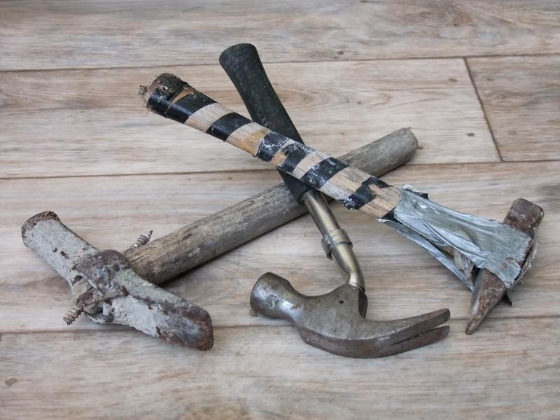 Antikutil-kladivo, pomocník i zbraň