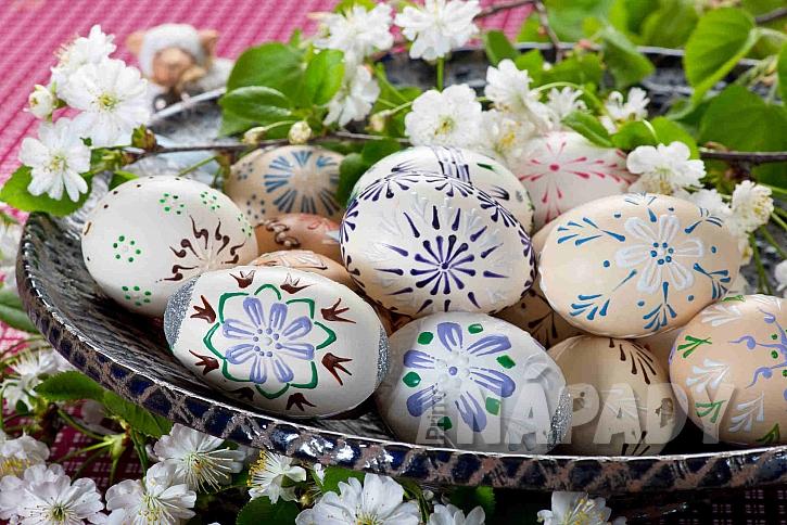 Malovaná vajíčka voskem
