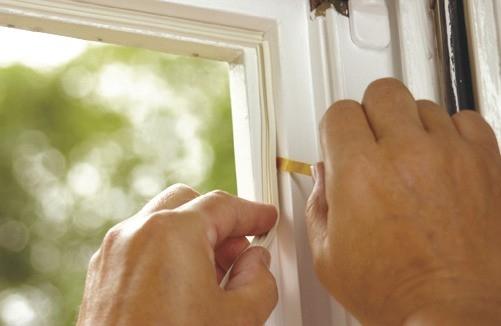 Těsnění do oken a dveří. Udrží vás v teple a ušetří peníze
