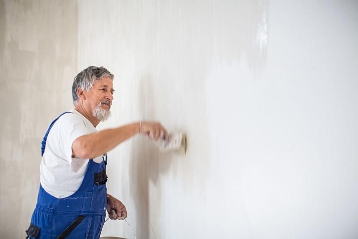 Penetrace zdí je důležitá součást přípravy před malováním