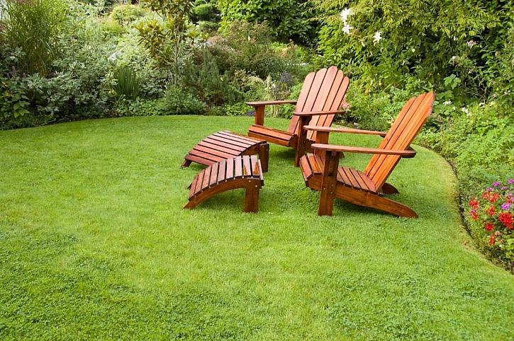 Podzimní péče o zahradní nábytek bývá mnohdy podceňovaná, přitom dokáže často podstatně prodloužit životnost zahradního nábytku