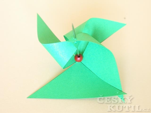 Foukej, foukej, větříčku – jak vyrobit papírové větrníky