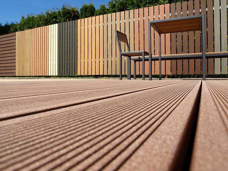 Ploty WoodPlastic lze dokonale sladit s terasou ze stejného materiálu