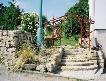 Kamenné schody (Zdroj: Eva Kybalová)