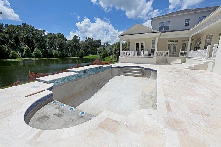 Výstavba nerezového bazénu je v porovnání s klasickým typem podstatně rychlejší