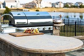 Letos si užívejte venkovní vaření a stolování