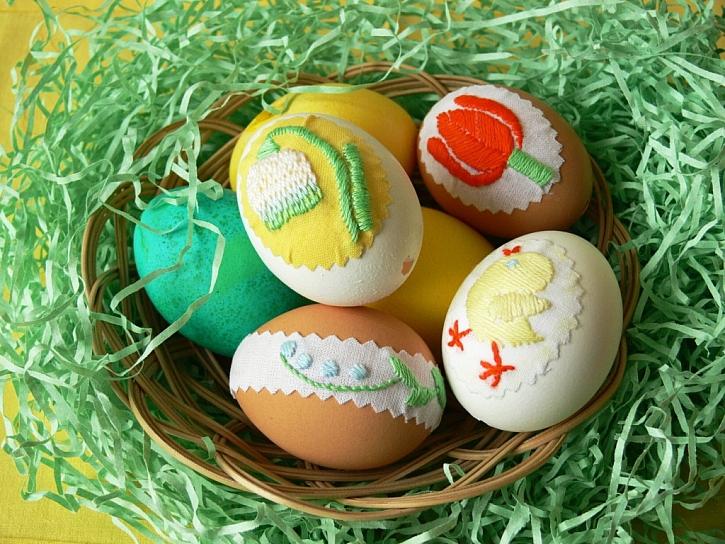 Vyšívaná velikonoční vajíčka