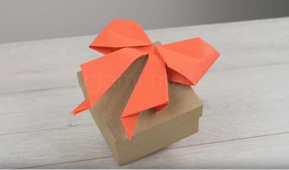 Papírová valentýnská mašle na dárek zlásky: Skládání technikou origami