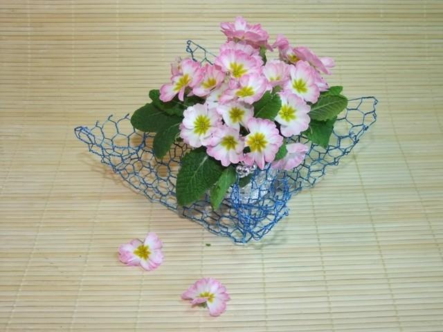 Chcete si vyrobit z dekorativního pletiva nestandardní dárek pro své milé? Tady je návod.