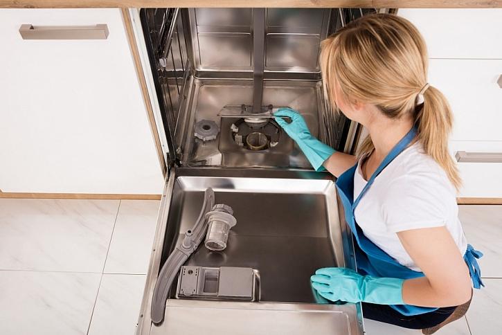 Myčku pravidelně vydezinfikujte, pusťte ji občas naprázdno bez nádobí