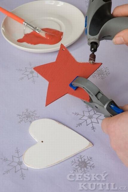 Výroba dřevěných vánočních ozdob