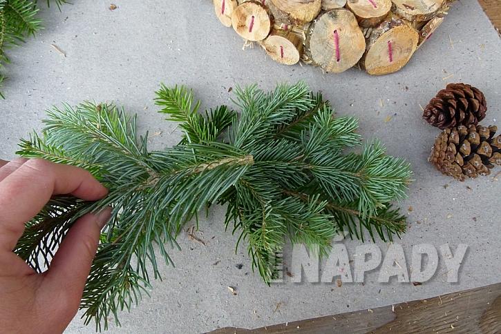 Knoflíkový věnec pro štěstí, s vůní borového dřeva 9