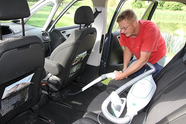 Vysavač Vorwerk Kobold VK200 – test na vlastní auto