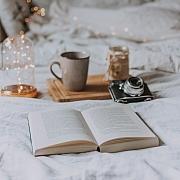 I šálek kávy nebo teplého čaje může zahnat podzimní splín, vytvořte si doma hygge styl