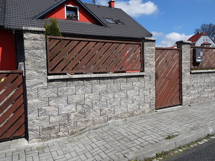 Jaký plot si vyberete k svému domu?