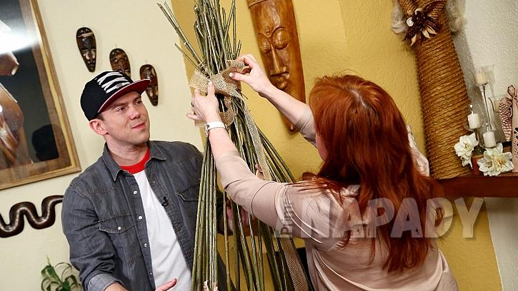 DIY: Dekorativní klec na květiny z vrbového proutí: jutu můžeme použít také jako mašli