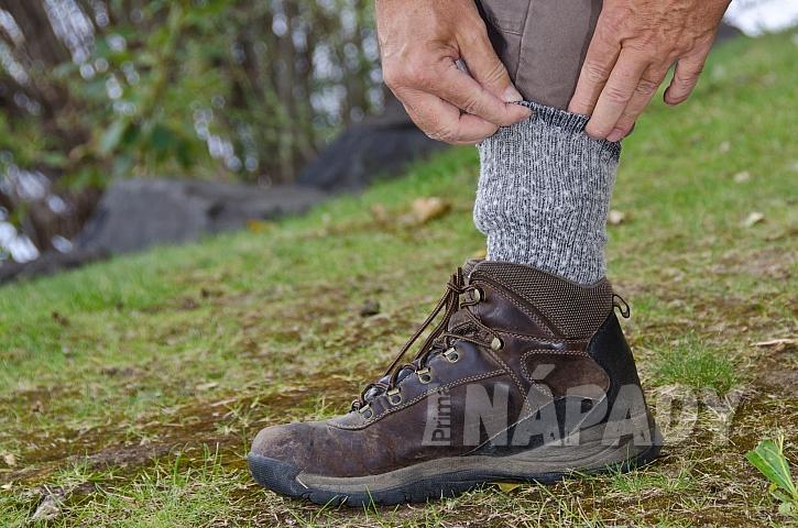 Důkladná ochrana před návštěvou lesa proti klíšťatům
