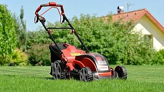 8 rad, jak správně připravit sekačku na jarní práci na zahradě