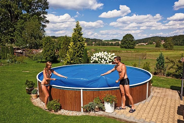 Krycí plachta chrání bazén před nečistotami, mrazem i sněhem (Zdroj: Mountfield)