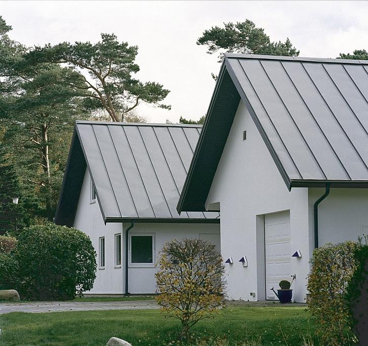 Kvalita plechové střechy a správná odborná montáž. Pak s ní ani silný vítr nehne!