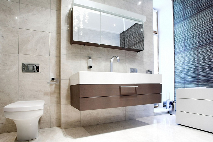 Závěsná koupelnová skříňka je také praktická