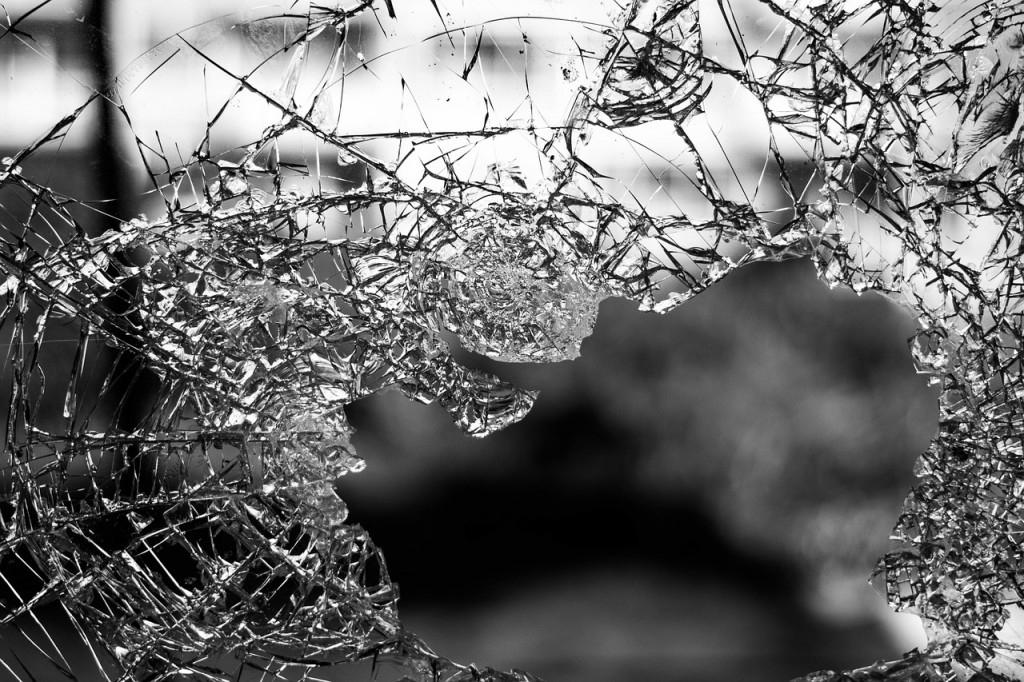 Co dělat, když se v plastových oknech rozbije sklo