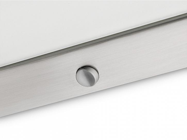 Toto svítidlo s úspornými LED diodami určené k instalaci pod skříňky spotřebuje méně energie a zároveň nabízí výkon s delší životností. Vypínač umístěný přímo na rámečku svítidla je lehko na dosah.