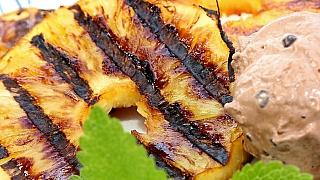 Opilý ananas na grilu: Letní recept Ládi Hrušky