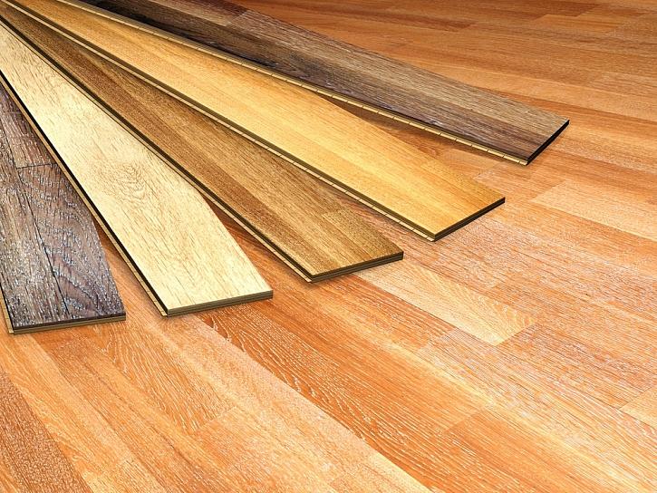Laminátové podlahy vznikají lepením jednotlivých vrstev, které jsou impregnované a lepené pryskyřicemi a jinými pojidly s příměsí dalších chemických látek. Zahříváním podlahovým vytápěním se do okolí mohou uvolňovat zdraví škodlivé látky.