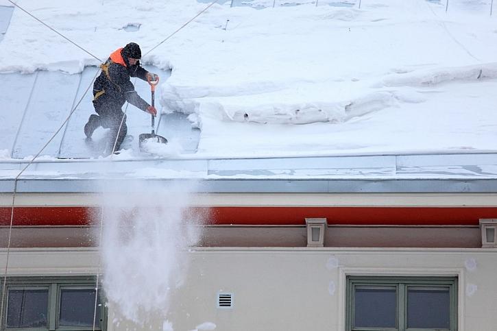 Na odklizení sněhu je vhodné si najmout odbornou firmu