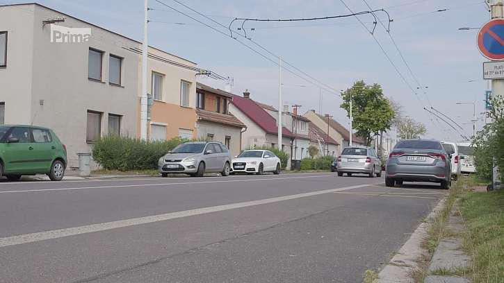 Rušná ulice a provoz.