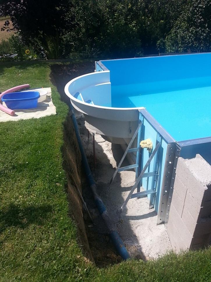 Když se bazén obsype Liaporem, ušetříte za ohřev a prodloužíte si koupací sezónu