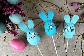 Velikonoční zajíčci do květináče: Dekorace na svátečně vyzdobený stůl či okno