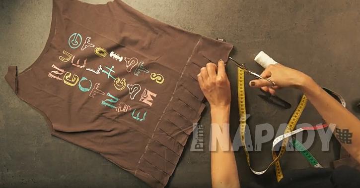 Nákupní taška ze starého trička: nastříhejte třásně