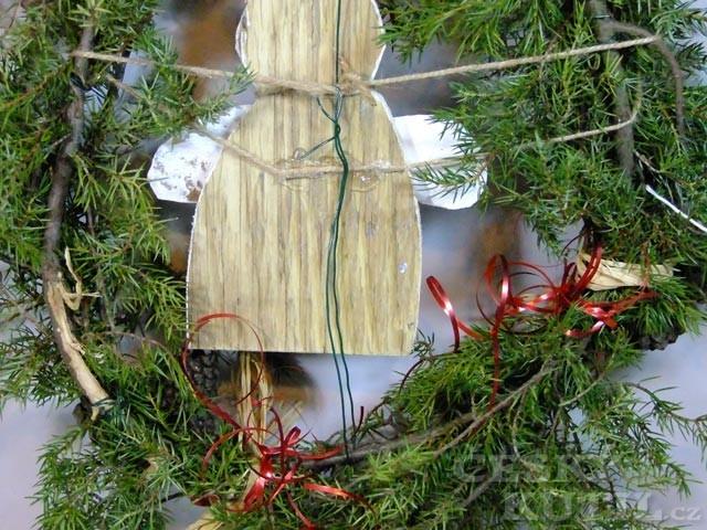 Výroba zimního věnce se sněhulákem